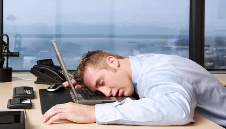 چطور بدون خواب کافی در طول روز قبراق بمانیم