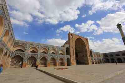 بررسی تاثیر اندیشه ی سهروردی بر معماری مسجد جامع اصفهان