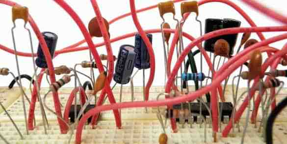 گزارش کار آزمایشگاه مدار های الکتریکی