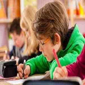 بررسی رابطه عزت نفس و پیشرفت تحصیلی دانش آموزان دختر سنین ۱۵ تا ۱۸